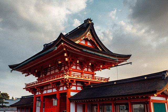 Japan gets it . . . .#photographerlife #photographyislifee #photographysouls #wanderlust #wanderlusting #traveller #travelingram #travelphoto #travels #travelstoke #travelbug #traveltheworld #travelphotography #travelawesome #kyotojapan #osakacastle #pockysquad4life #landscapephotography #explorejapan #losangelesphotographer #aroundtheworldpix #peoplescreative #justgoshoot #seamyphotos #ig_worldclub #endlesstraveling #ourdailyplanet #visualsoflife