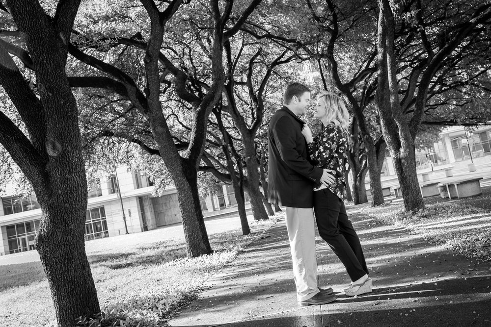 Dallas_West_End_Engagment_Photographers.jpg