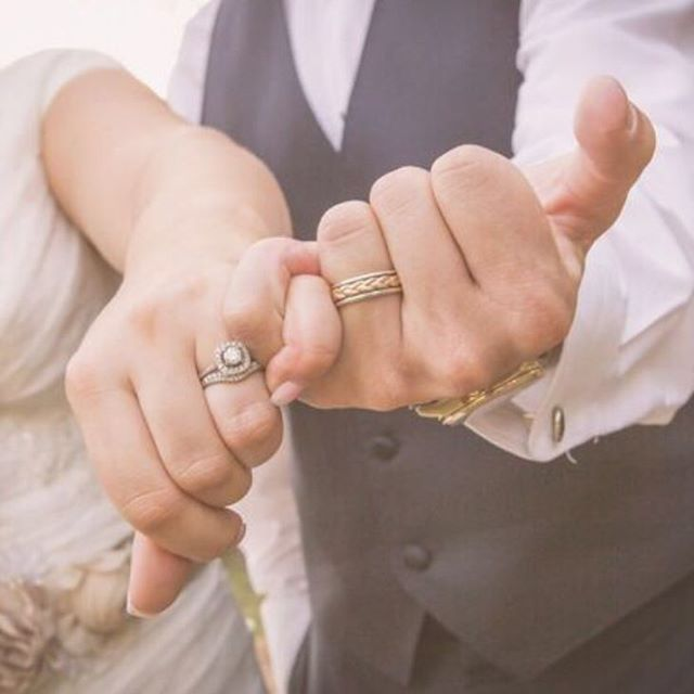 I always love the pinky promise shot! #pinkypromise #weddingposes #dfwwedding #crosscreekranch #dfwweddingphotographer #dfwweddingphotography #proofphoto #wedding #ringshot #weddingrings