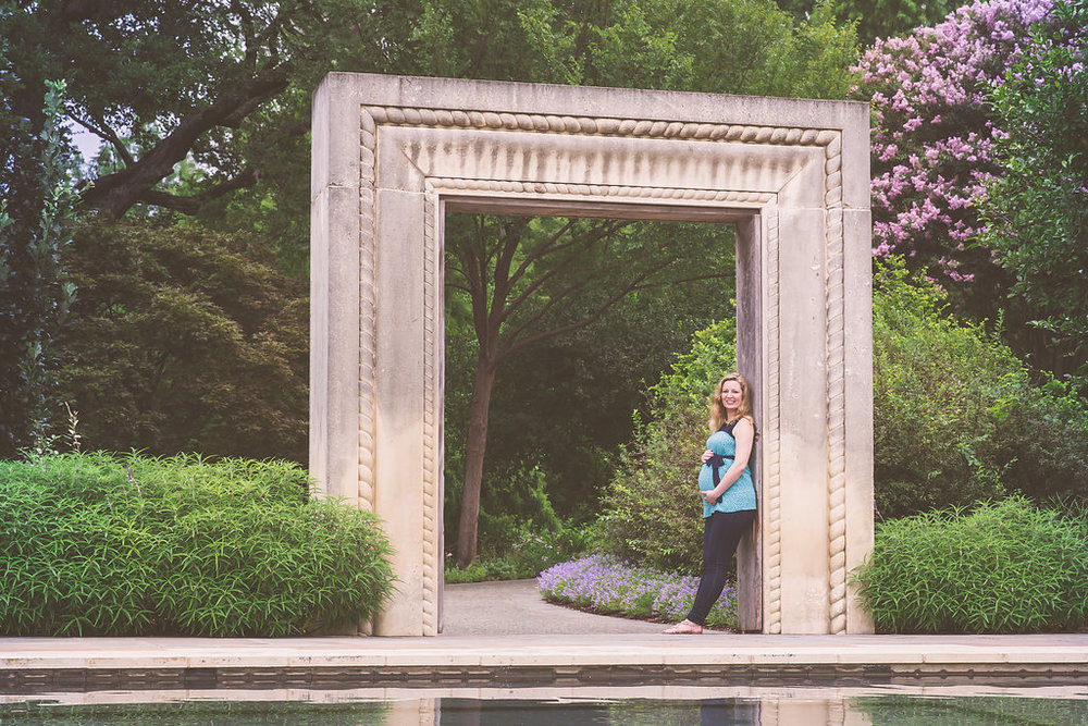 Dallas Arboretum Maternity Photos.jpg