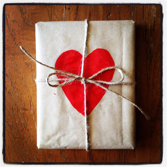 Creative kraft paper wrapping ideas: heart stamp