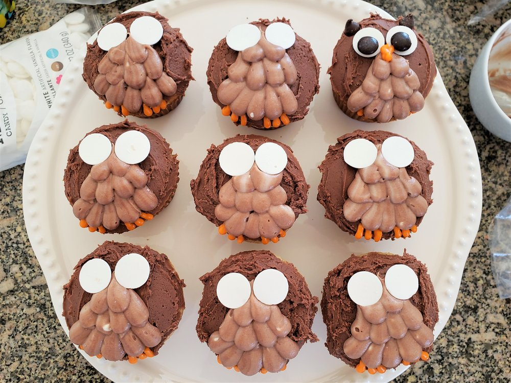 Owl tree cupcake cake: add candy melts for eyes