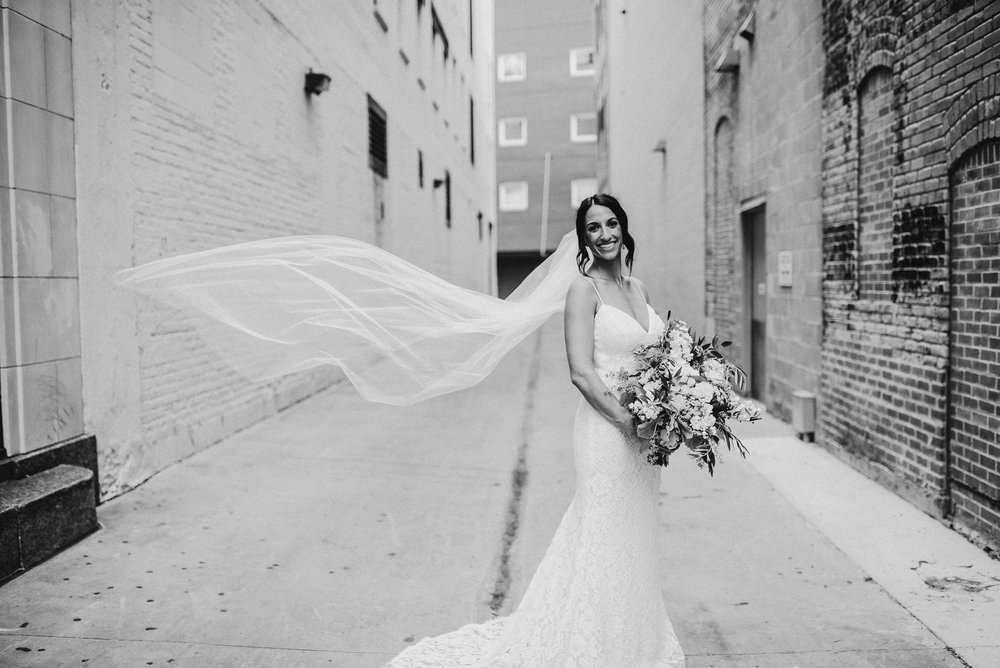 Minneapolis_WeddingPhotographer008.jpg
