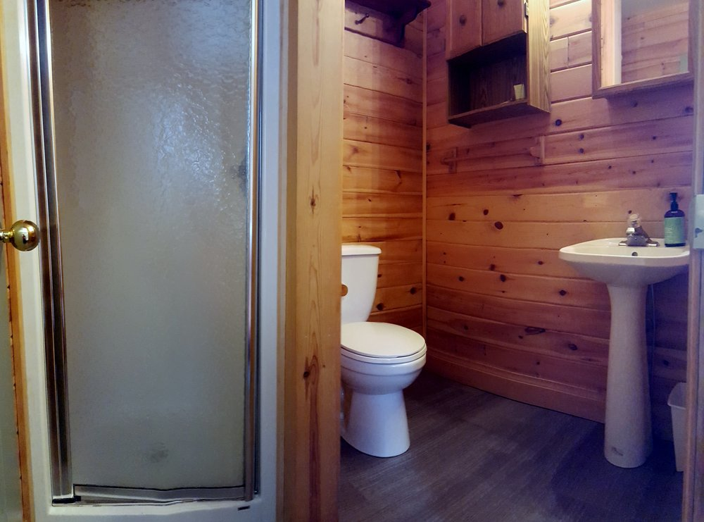 Loons Nest Cottage - 3 Piece Bathroom