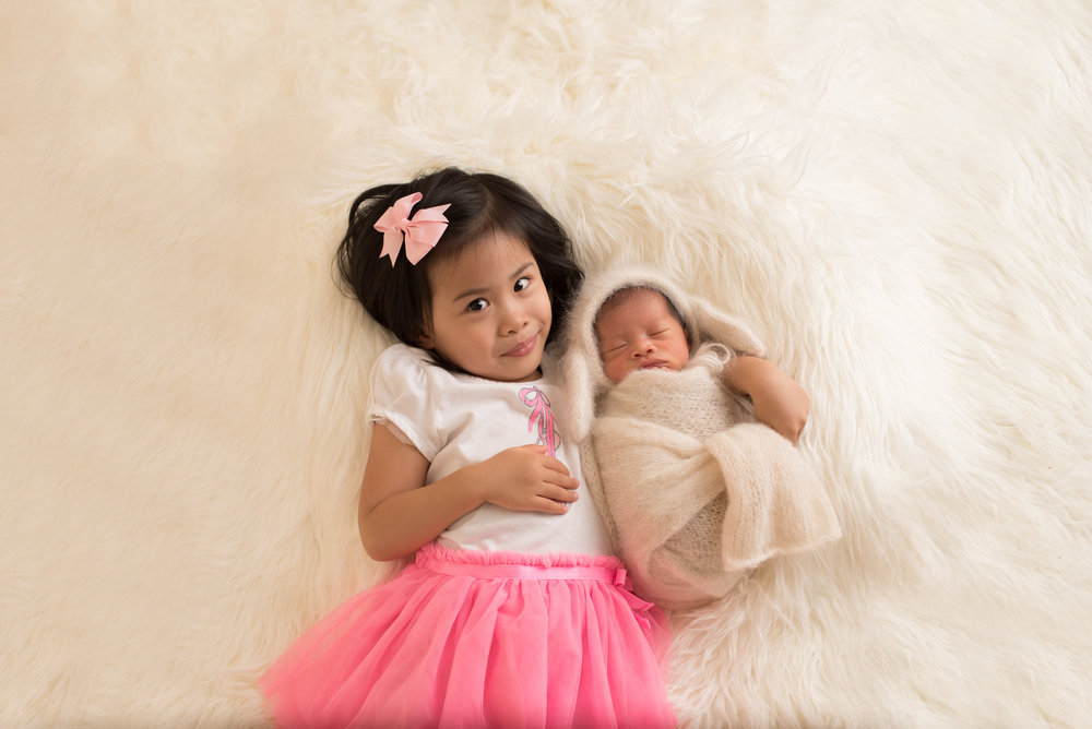 san-gabriel-valley-newborn-studio-session-sibling-poses