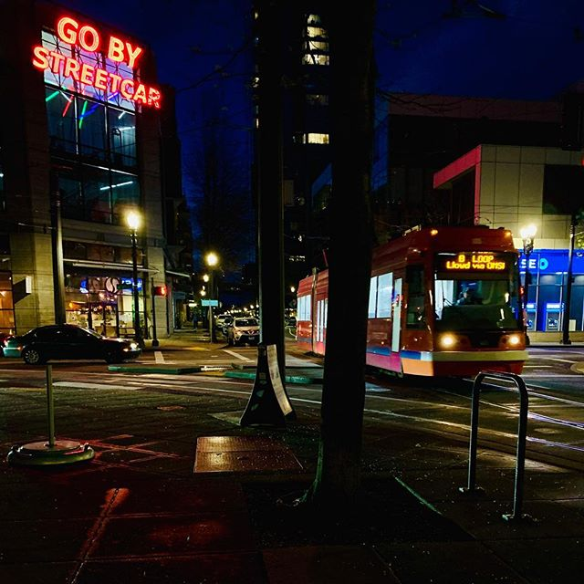 Night vibes 🚃 #portland #night