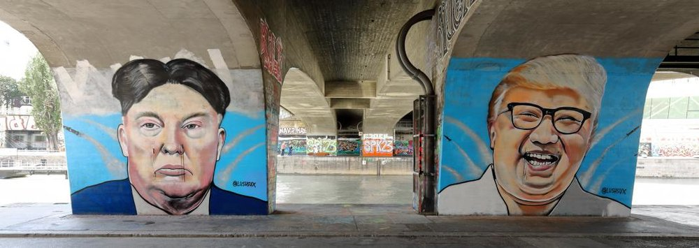 wien_-_donald-trump-_und_kim-jong-un-graffiti_von_lush_sux_0.jpg