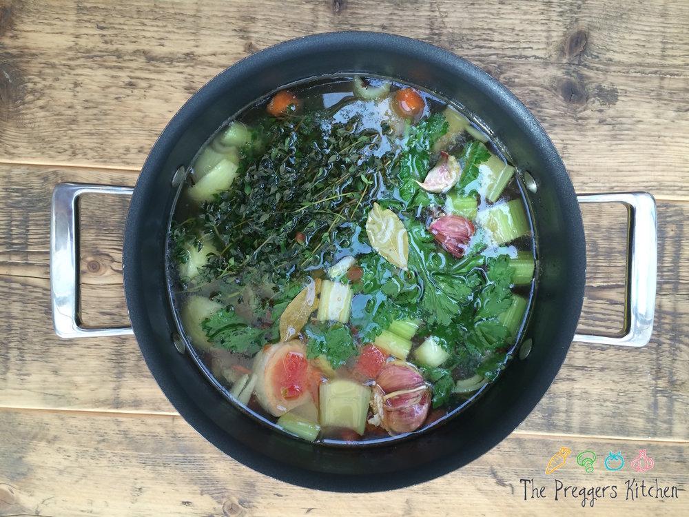 Bone broth for gut health and fertility - The Preggers Kitchen