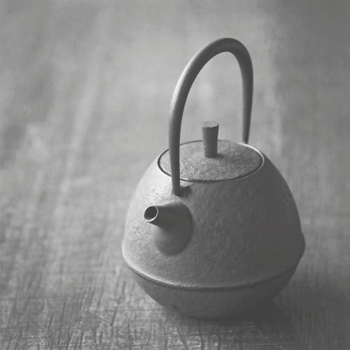 TeaPotRoundBW.jpg