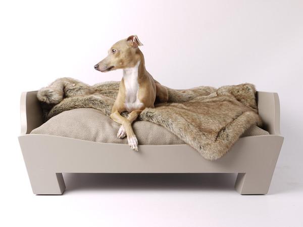charley-chau-bespoke-raised-wooden-dog-bed-000_grande.jpg