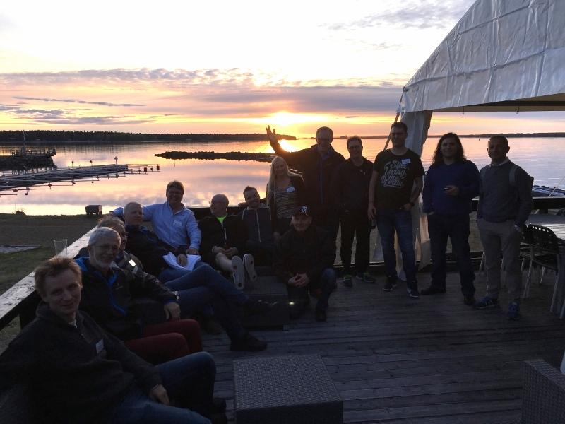 Gruppbild solnedgång.jpg