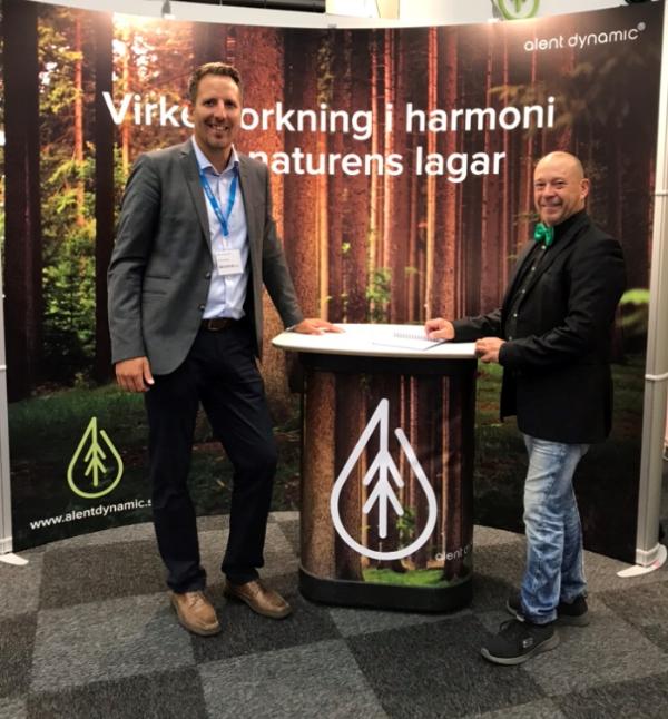 Jonas Hellström,Omron och Peder Björkman,Alent på plats i montern.