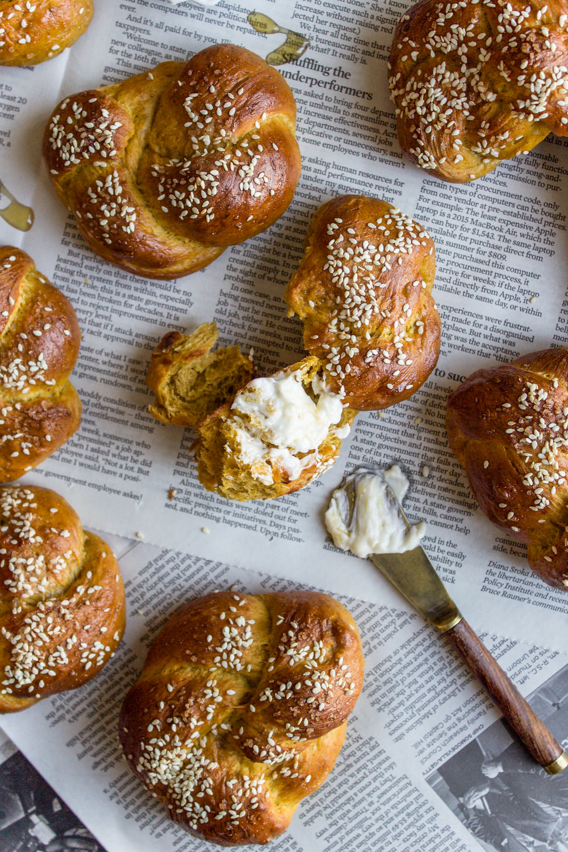 Pumpkin challah rolls 8.jpg
