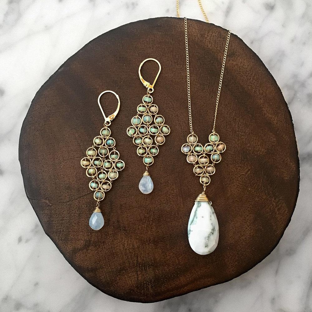 opals+on+wood+1.jpg