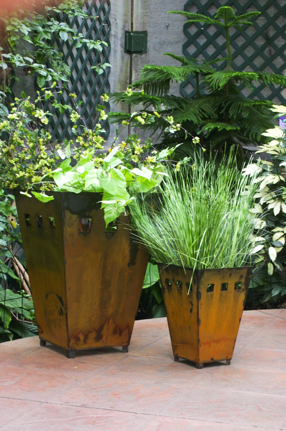 Prairie Dance - Sioux Falls, SD.  Metal planters, trays, wall art, & candle holders for outdoors & indoors.
