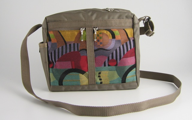 Maple Leather Company - Rosemont, NJ  Hand-crafted travel bags, purses, & wallets made from original woven patterns.