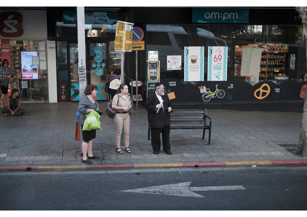 Israelians waiting