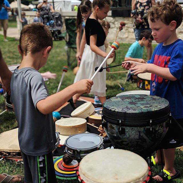 Great time closing out @theqfest with the Quincy Drum Circle and fine & fresh artists! #quincyil #rightonq #art #music #drumcircle . @thedistrictquincy @quincyartcenter @quincyrightonq @quincymedgroup @adamsfiber @knapheide1848