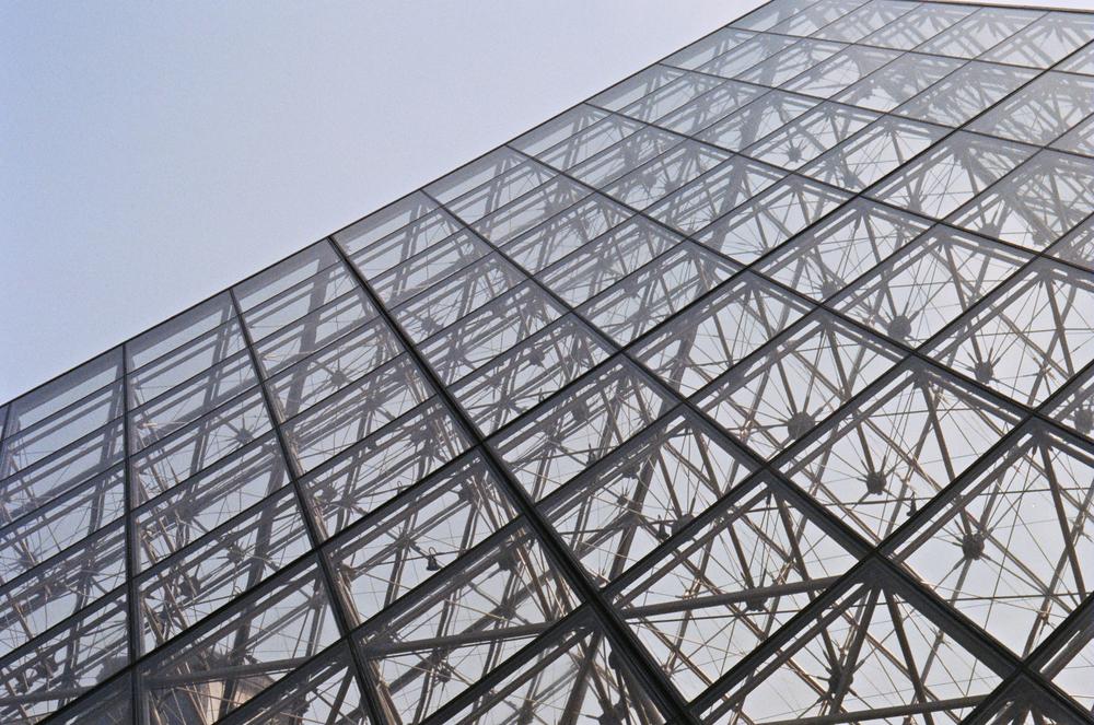 paris_louvre-pyramid_flyotw