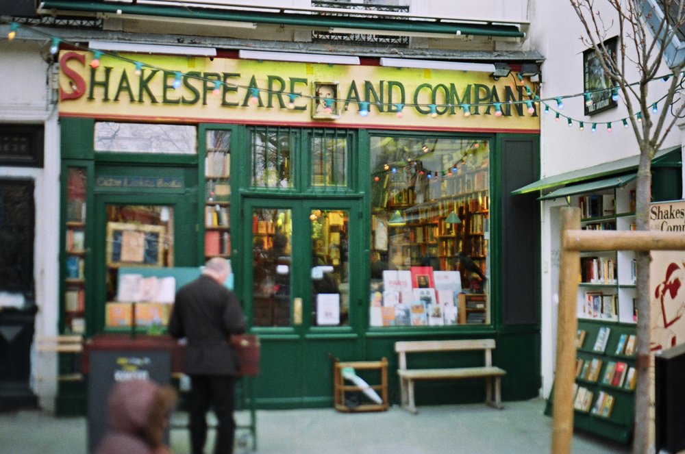 paris_shakespeare-and-company_flyotw