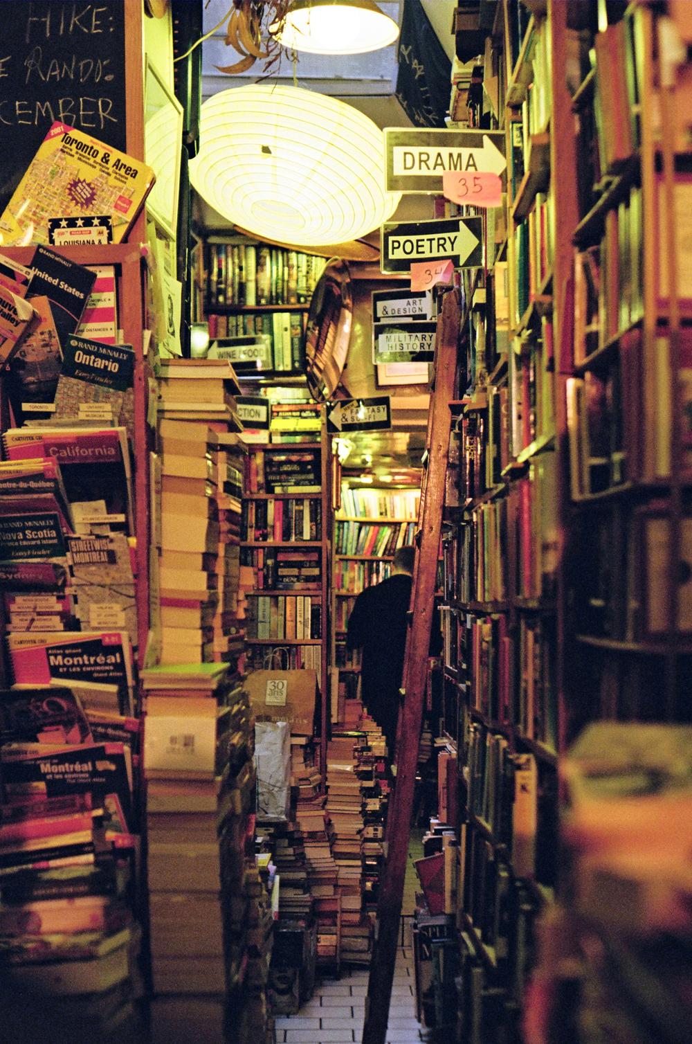 paris-book-store_35mm-film_flyotw