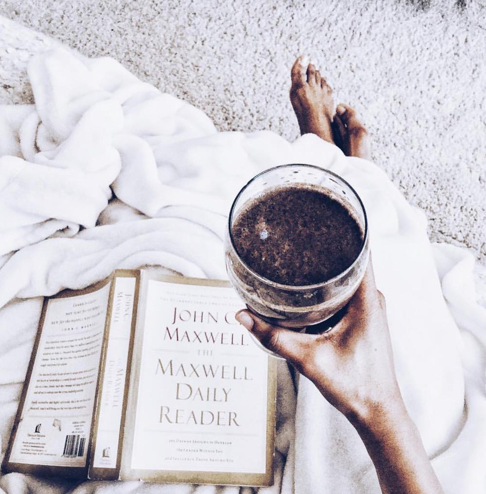 Maxwell Daily Reader - Black Milk Women