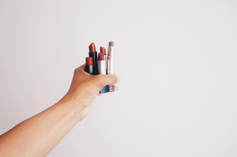 5 LIPSTICKS TO FEEL FEMININE AND POWERFUL - Beauty Talk + Review