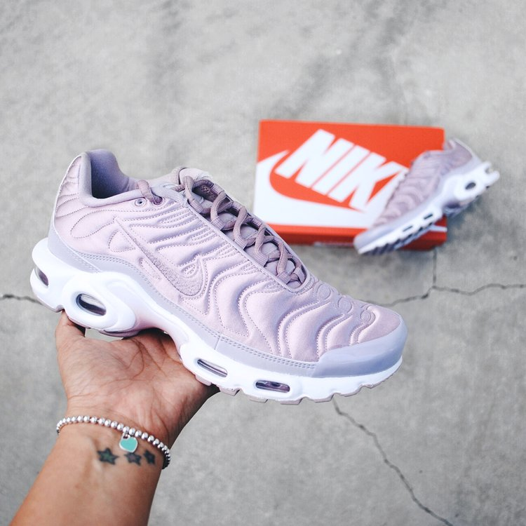nike air max plus plum fog