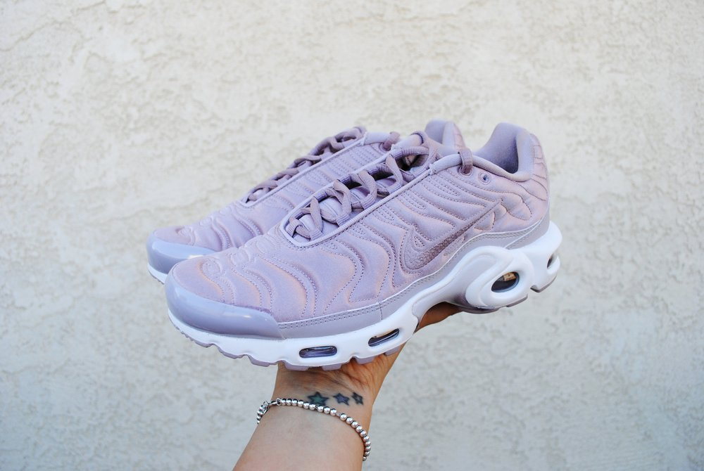 087308dc7cc8 nike air max plus plum fog