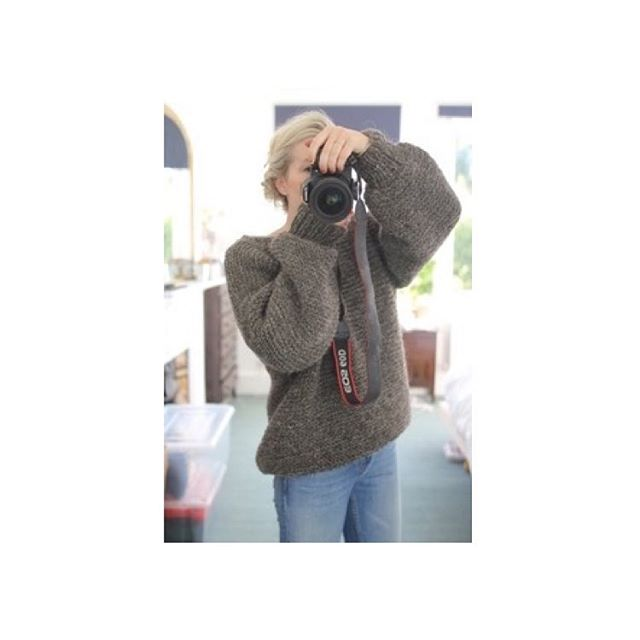 Strong sleeve game. 100% incompatible with weaning 😬👶🍌 #dresslikeamum #mumstyle #bigsleeves #chunkyknit #bigjumpers #stylemum #weaning #wiwt #autumnstyle #ootd #outfitinspo #maternityleave #agathaa