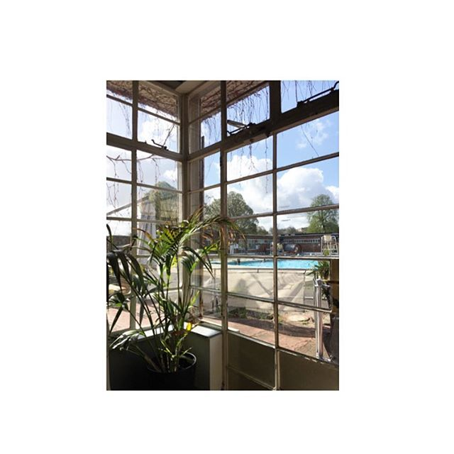 Brockwell Lido. Almost tropical 🌵  #brockwelllido #cafe #notquitewarmenough #notatwork #kidsoutofshot