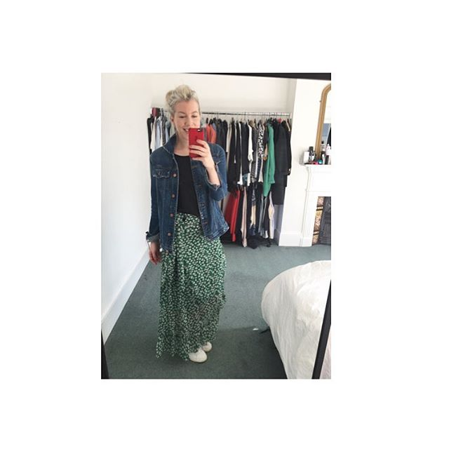 So. Fucking. Instamum. Fashion. Never worn a long flowery skirt and trainers in my life, but what do you know? Three years of Instagram and I am a convert 😜. A rare day off from work and kids, and how am I spending it? Off to Oxford Street. Stat. See you on the other side 🙌🙌🙌🙌🙌 . . . #dresslikeamum #dresslikeaninstamum #dayoff #spring #ganni #wiwt #stansmith #shoppingaddict #stylemum