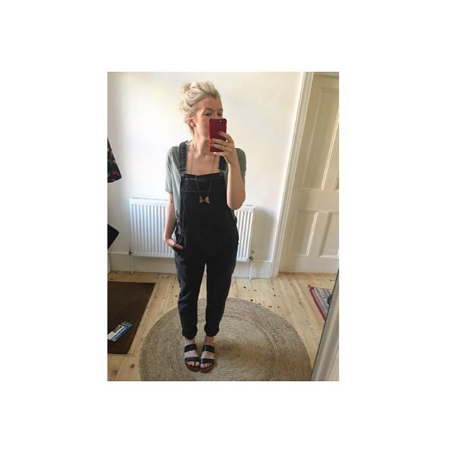Washing hanging on the line by 9.45. Come the fuck on 🙌🙌🙌 . . #dresslikeamum #dungarees #topshop #newlook #otherstories #wiwt #selfie #saturdaymorning #mumstyle #stylemum #madhair #winning
