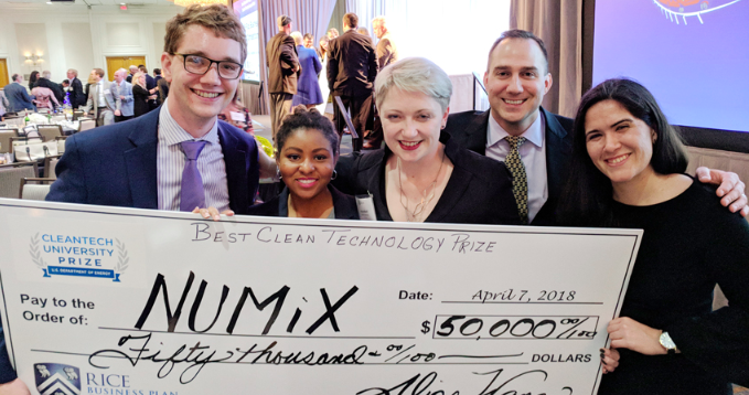 NUMiX Materials accepts award at the 2018 Rice Business Plan Competition