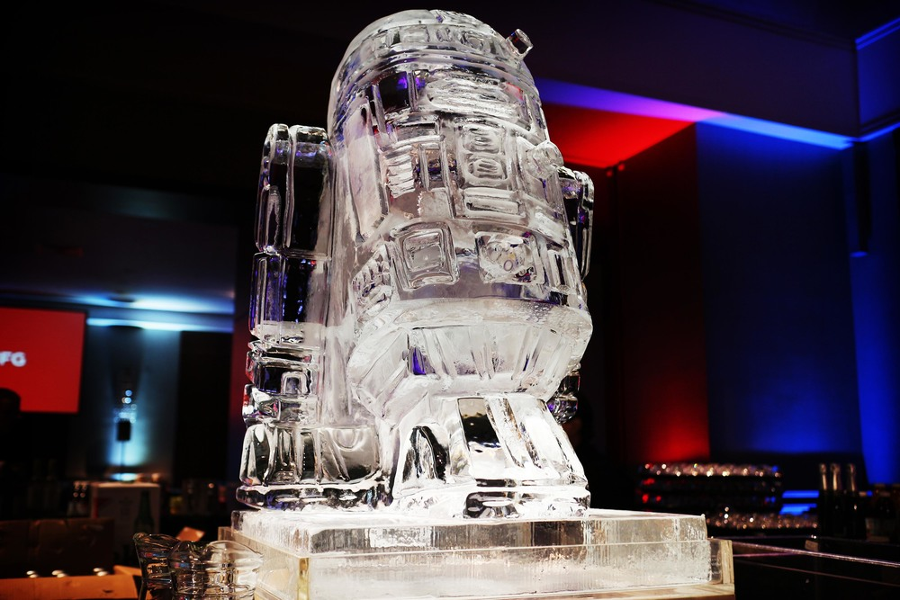 01 R2D2 Sculpture Luge.jpg