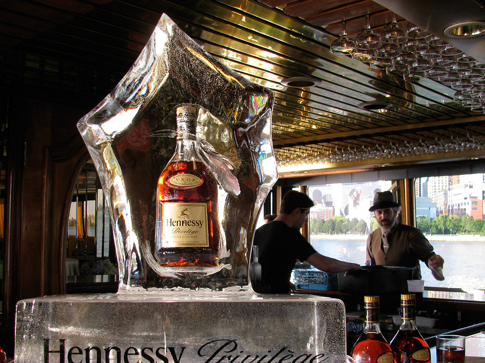 Hennesy-in-ice.jpg