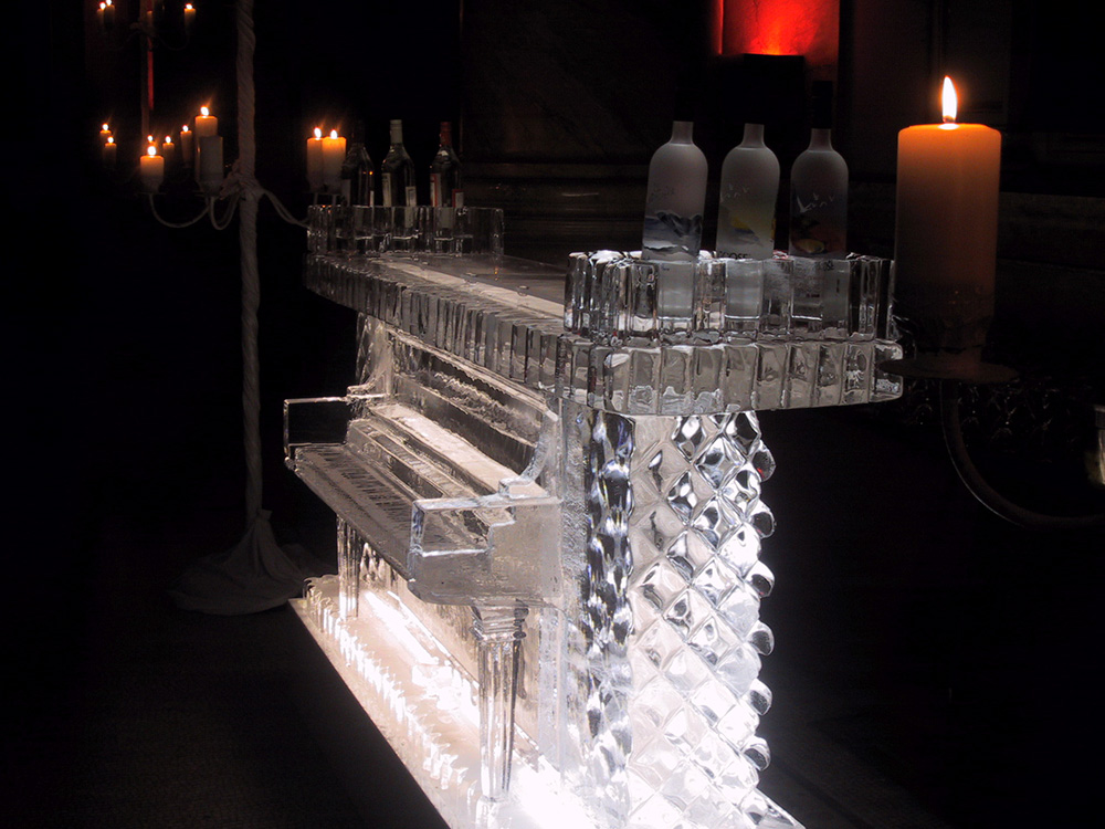 04 piano bar 2.JPG