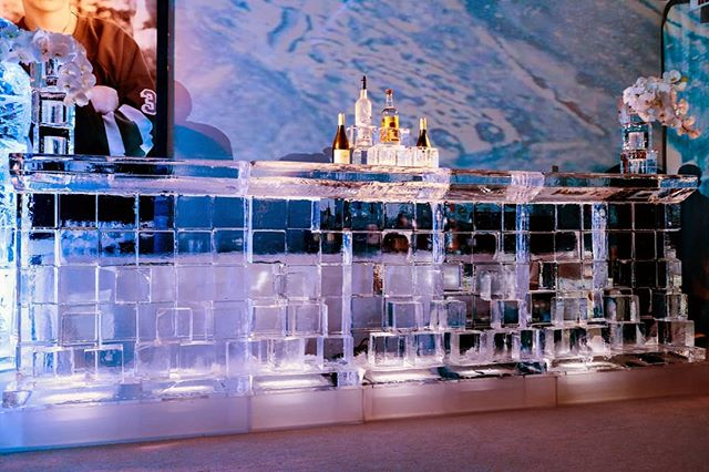 Look at those bottles up there, just chillin'. . . #icebar #ice #icesculpture #edlibby #decor #barmitzvah #batmitzvah #event #party #wedding #birthday #luxuryevents #nycevents #partydecor #eventplanner #partyplanner #weddingplanner #eventinspiration #weddinginspiration #partyinspiration #partyinspo #flowers #elegant #elegance #edlibbyco #beautiful #fun #unique #blocks #eventinspo