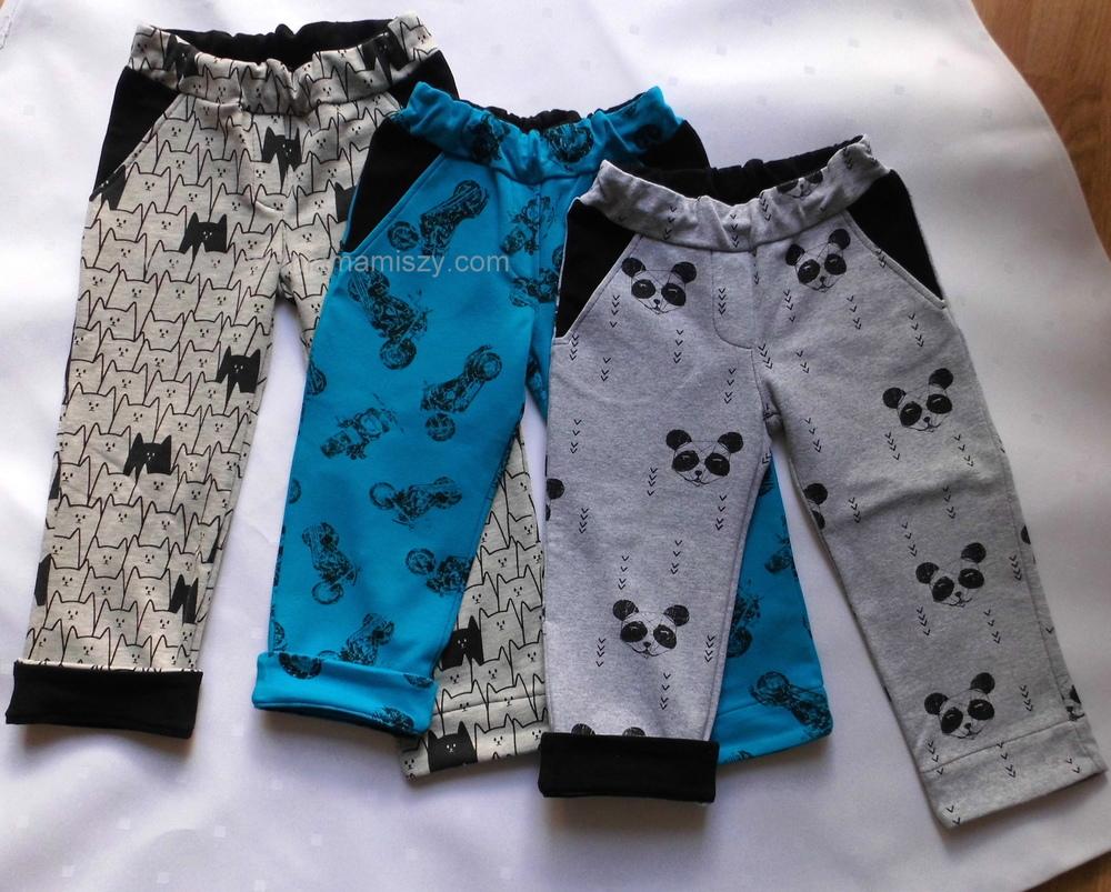 """Mankiety przy nogawkach są takie trochę """"oszukane"""". Nie są doszywane do nogawki, tylko od lewej strony nogawka podszyta jest paskiem materiału, ładnie podłożonym, tak że nie widać żadnych szwów po podwinięciu spodni."""