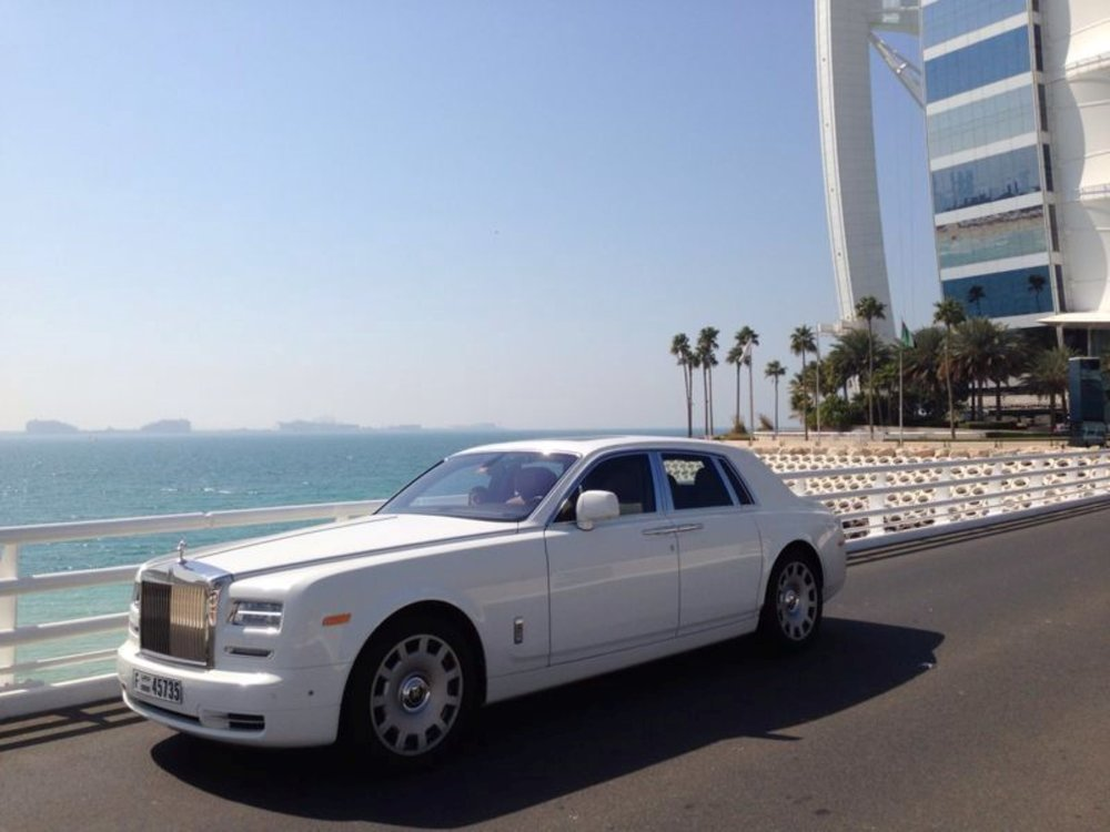 Luxury Limosine - A luxury Limousine will pick up and drop off the guests from their Dubai residencies to the Marina, where the Yachts are berthed.