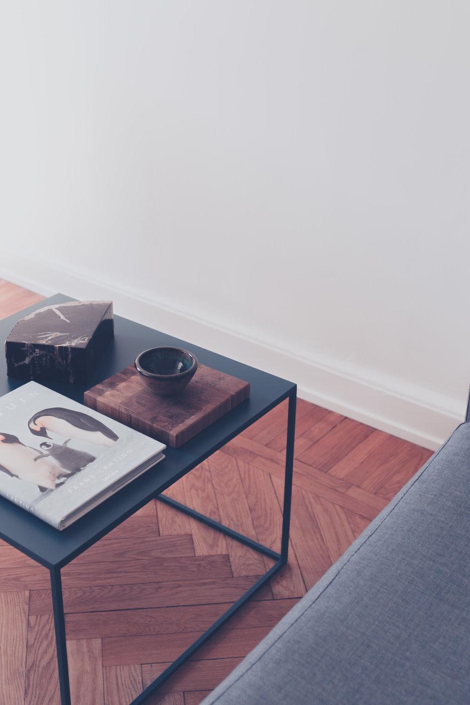 CUBE   Soffbord i stål, 80 * 80 * 40 cm  Färg: Svart pulverlack  Pris: Från 3300 kr