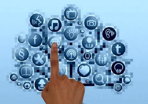 info overload finger-769300_1280 pixabay.jpg