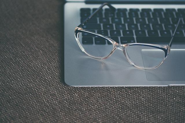 eyeglasses-1245879_640.jpg