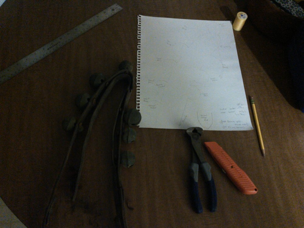 Dark picture because I was getting annoyed at the glare, but here's the tools I'm useing for the detachment - box cutter, bull-nose dykes, pencil, paper, ruler, string.