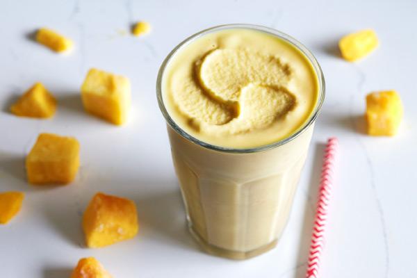 pineapple_mango_smoothie_2.jpg