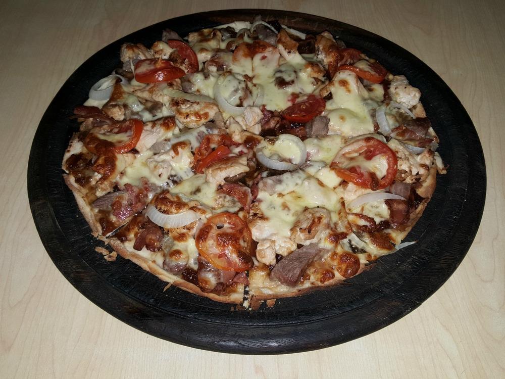 Jack daniel's mixed grill pizza