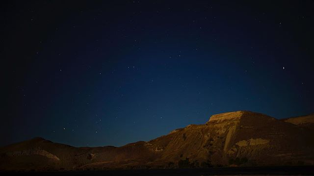 ...and that's a wrap at the fossil beds. Here's a still from a time-lapse of the night sky rising above the moonlit bluffs that border the Snake River. Shot utilizing a 6ft slider with 3-axis motion control system. We're honored to have worked with such wonderful and collaborative scientists, on and off camera, in often very challenging field conditions, and to have this privilege of telling a story roughly 4 million years in the making.  This Orange Frame film is off to the edit suites! . . . . . . . #nightlapse #naturalhistory #pliocene #documentaryfilm #filmmaking #fossilbeds #nationalpark #hagermanfossilbeds #kesslersecondshooter #cosmos #giantsloth #thatsawrap #ourluckystars