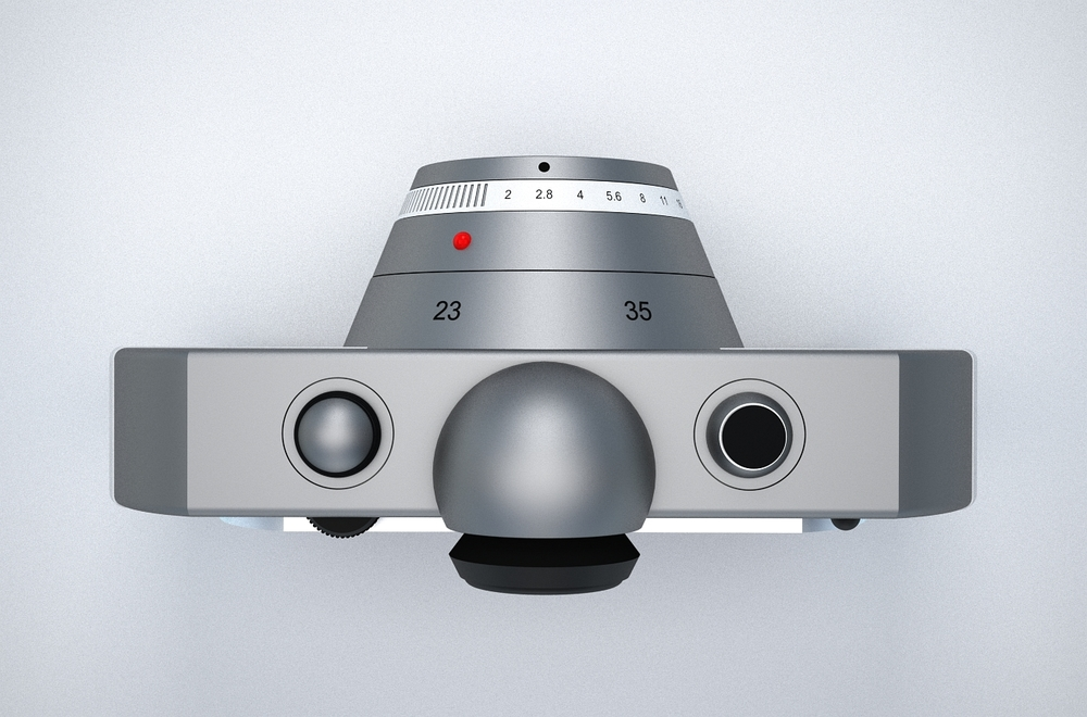 Only autofoucs ,there is no manual focus ring. Rotate the ring with the red dot to switch between 23mm or 35mm focal length. Base F-stop for both focal lengths is 2.0