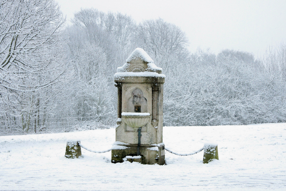 Temperance fountain in the snow, Worcester Road, Malvern Link