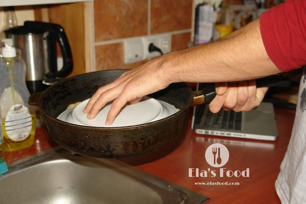 boyfriend-making-mushroom-recipe-omelette-cheese.JPG